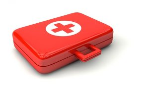 doctor-1015624_640 emergency kit
